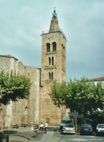 , Saint Pierre, Tour